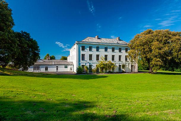 Дом с 28 спальнями в Англии продали всего за £600 тыс | фото
