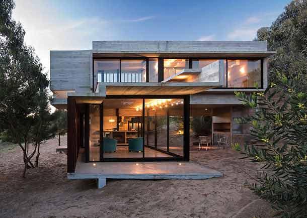 Пляжный дом на берегу океана в Аргентине от Лучано Крука