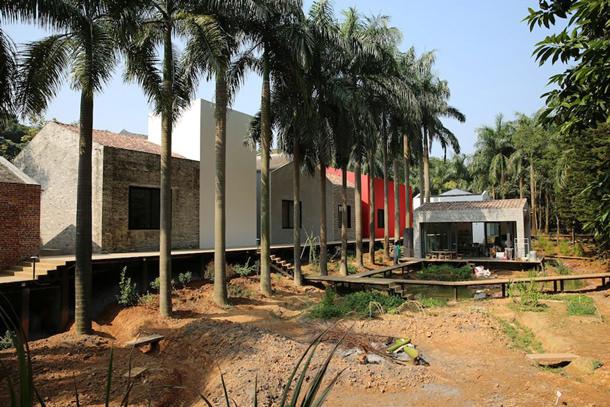 На окраине Гуанчжоу в Китае построена деревня в лесной глуши