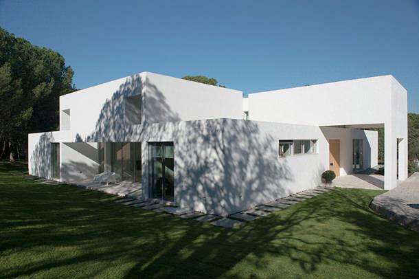 Современный дом под Мадридом от Otto Medem Arquitectura | фото
