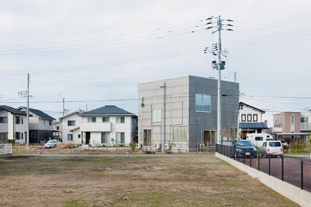 Неординарный двухэтажный дом в Японии от Kochi Architect's