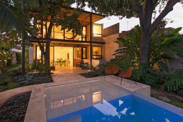 Двухэтажный коттедж с бассейном в Мексике | фото, проект