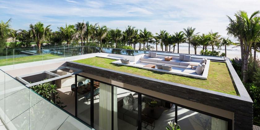 Дом с газоном на крыше недалеко от пляжа | фото и проект
