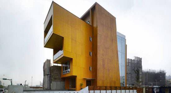 Деревянный пятиэтажный дом - штаб-квартира WoodTek | фото