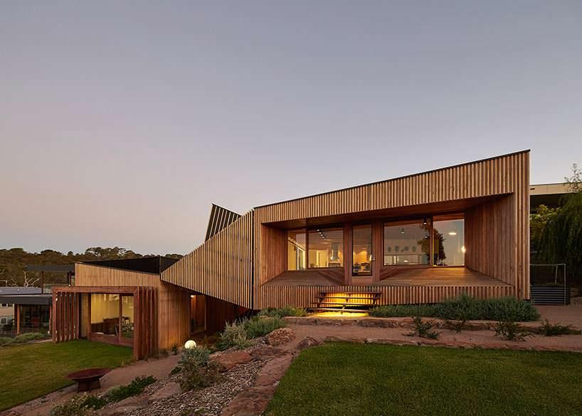 Двухуровневый дом. Проект BKK Architects