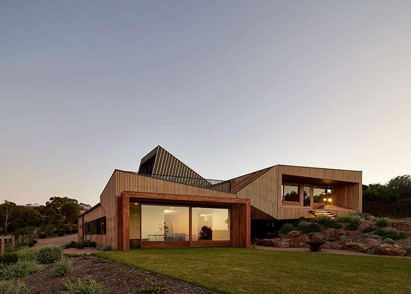 Дом на сложном ландшафте. Проект BKK Architects