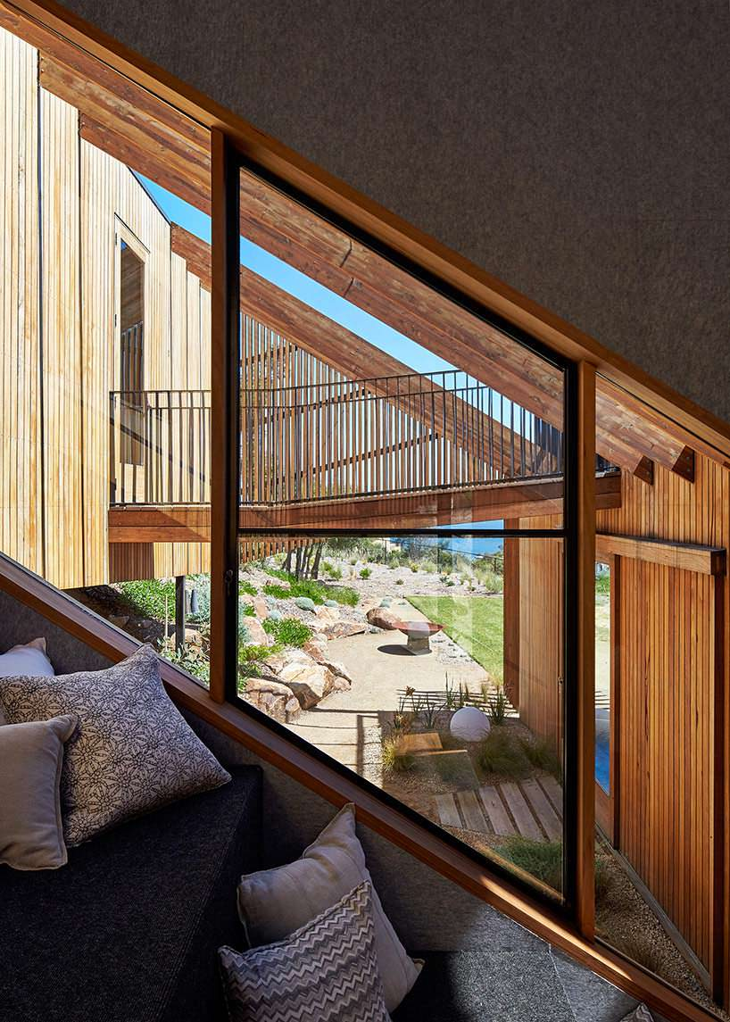 Большие окна в частном доме