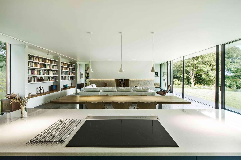 Современная кухня-столовая-гостиная
