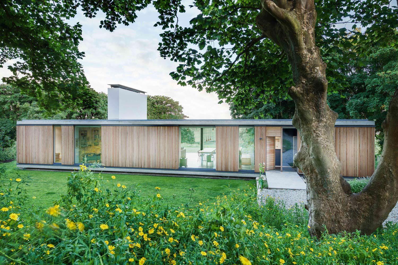Современный дом с панорамным остеклением