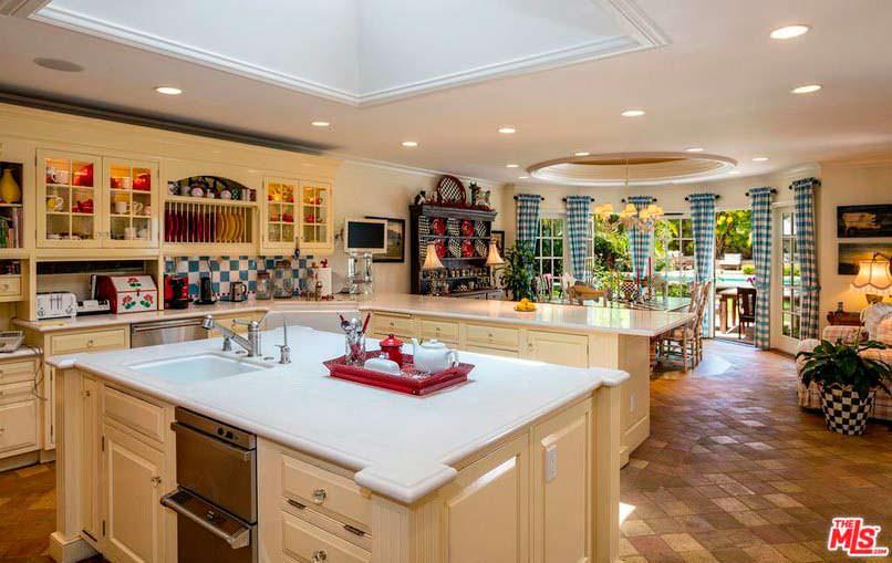 Кухня-столовая с островом