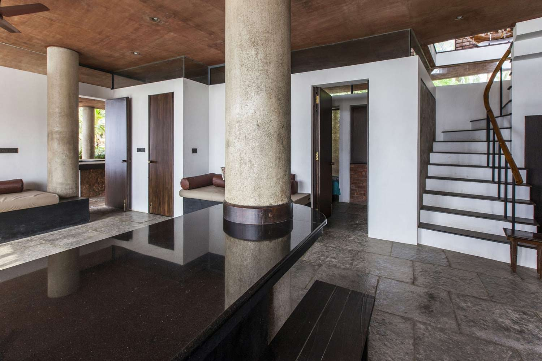 Колонны в интерьере дома