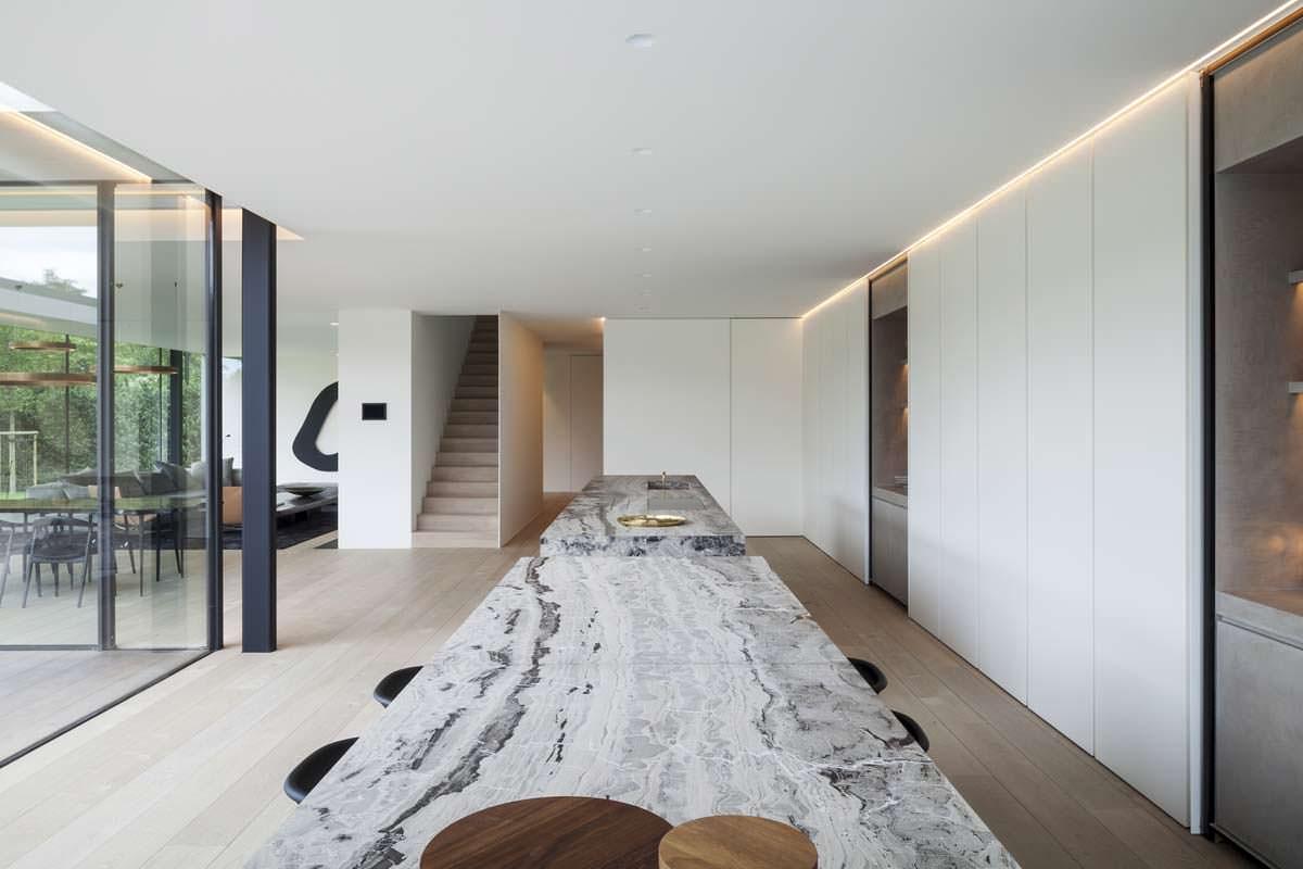 Мраморный стол кухни