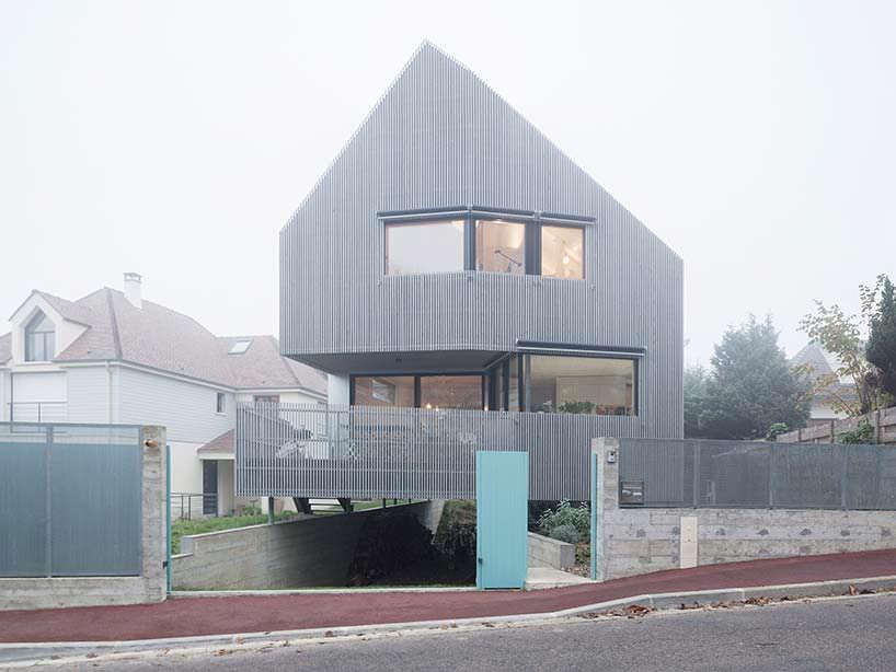 Ассиметричный дом во Франции от Karawitz Architects