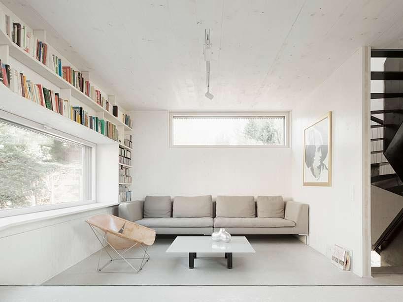 Дизайн небольшой гостиной с диваном