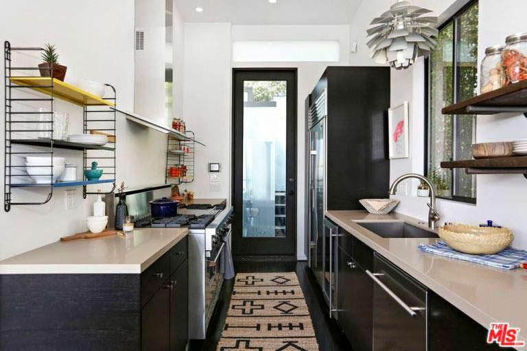 Планировка узкой кухни на фото