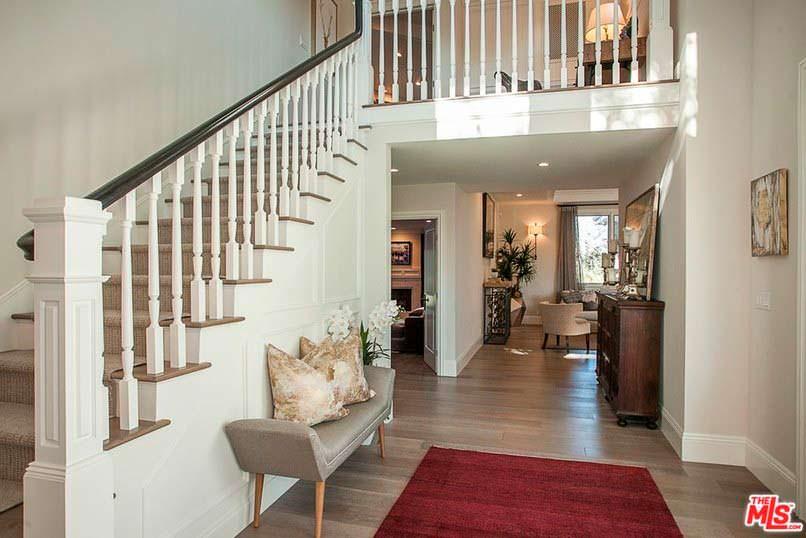 Фото | Деревянная лестница на второй этаж в доме