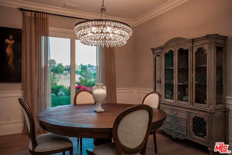 Фото | Обеденный стол у окна