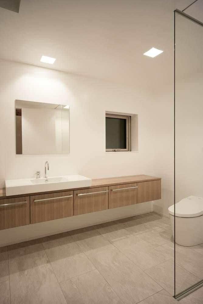 Стеклянная стена в ванной