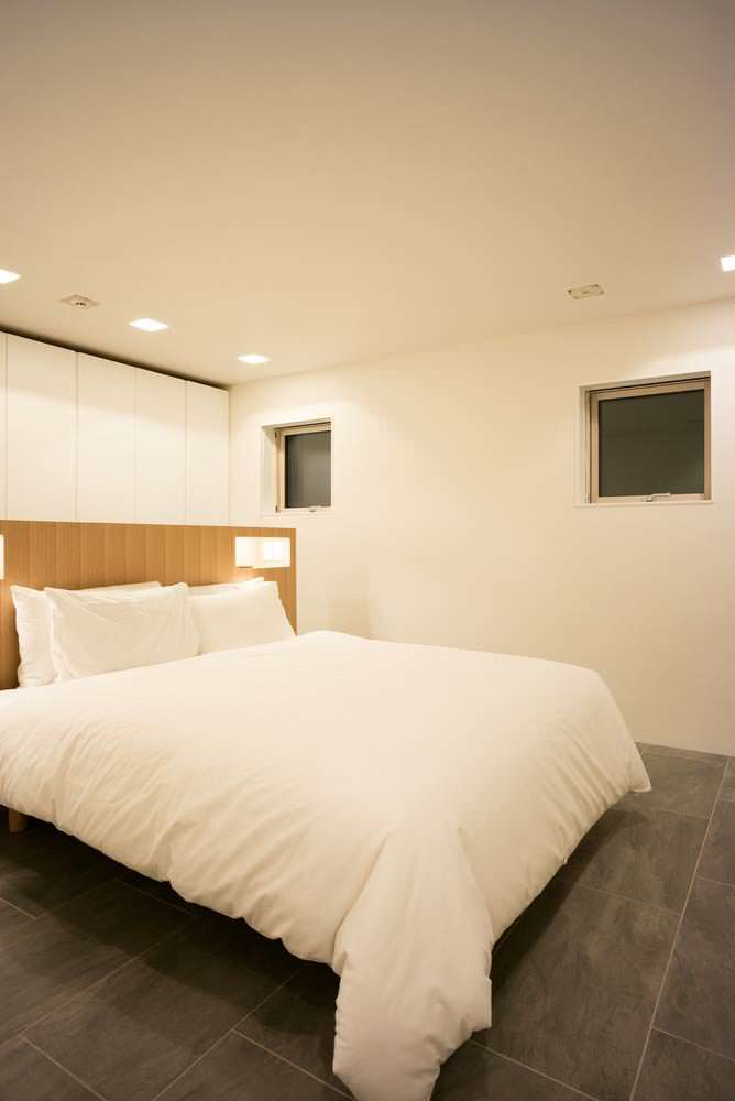 Гостевая спальня в доме. Дизайн Florian Busch Architects