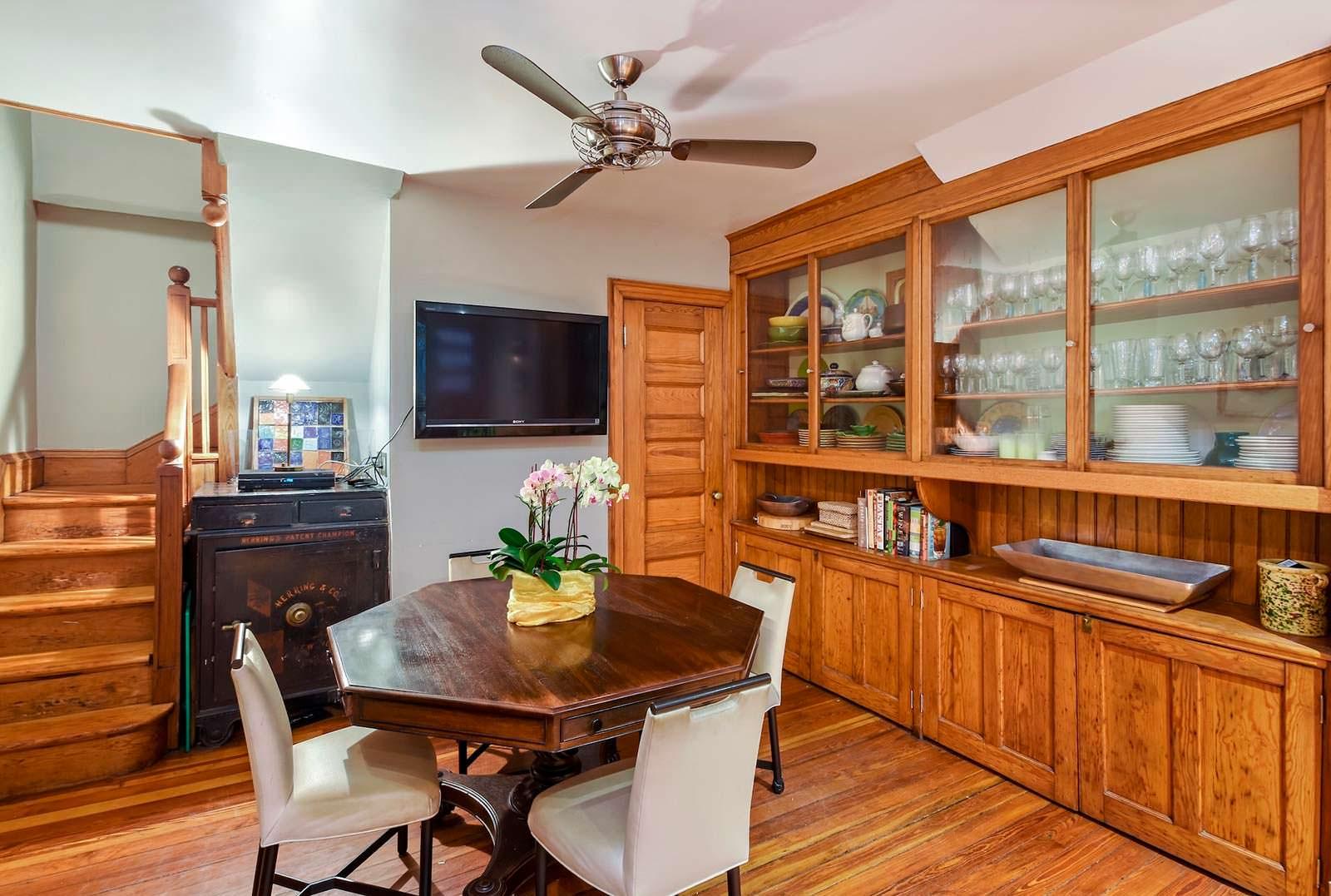 Фото | Обеденный стол на кухне