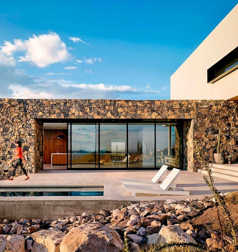 Фото | Бетонный бассейн у горного дома в Эль-Пасо