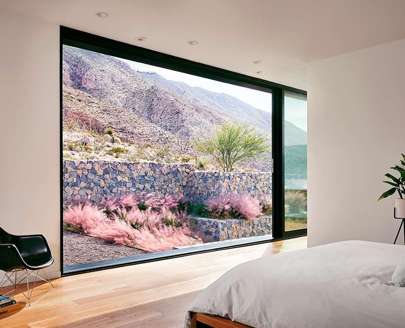 Фото | Огромное окно в спальне. Дизайн Hazelbaker Rush