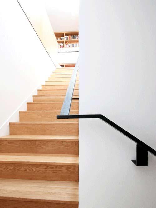 Фото | Дизайн деревянной лестницы в доме от Hazelbaker Rush