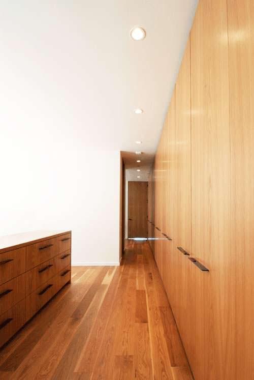 Фото | Дизайн узкого коридора в доме от Hazelbaker Rush