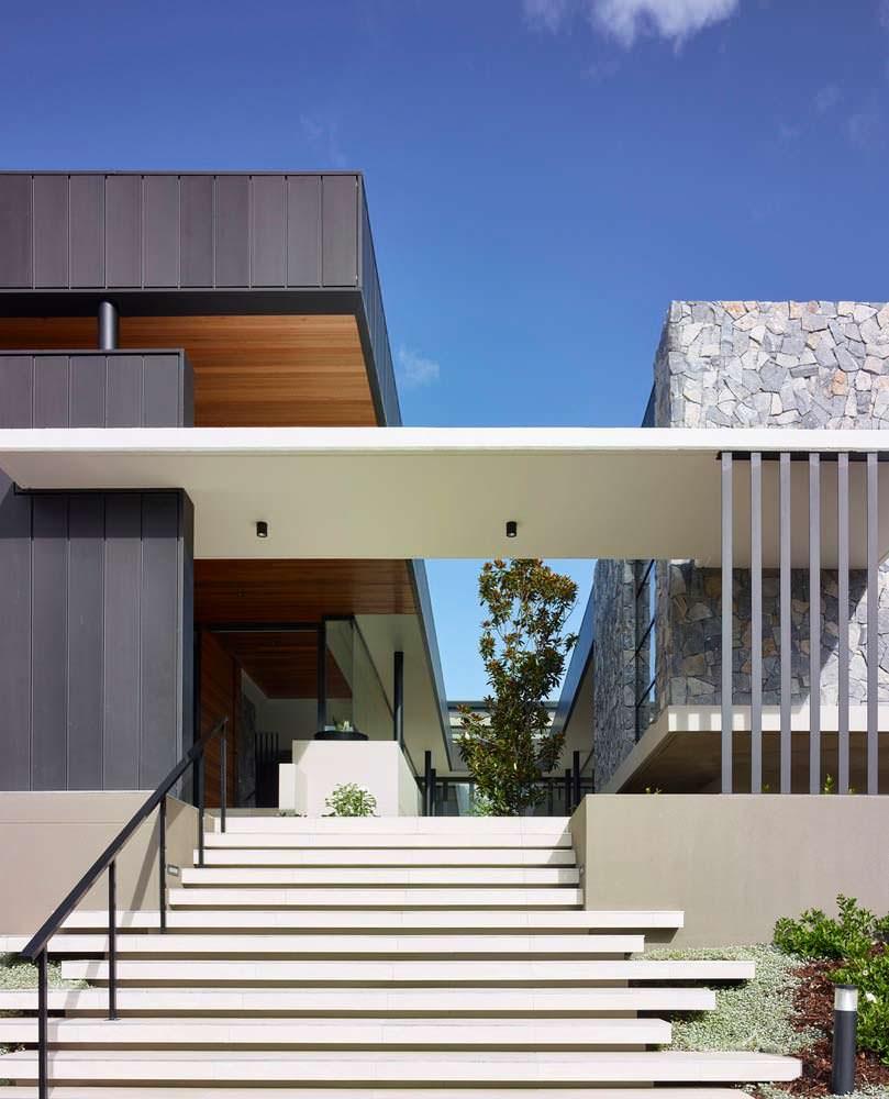 Фото | Дизайн бетонной лестницы в дом от Ellivo Architects