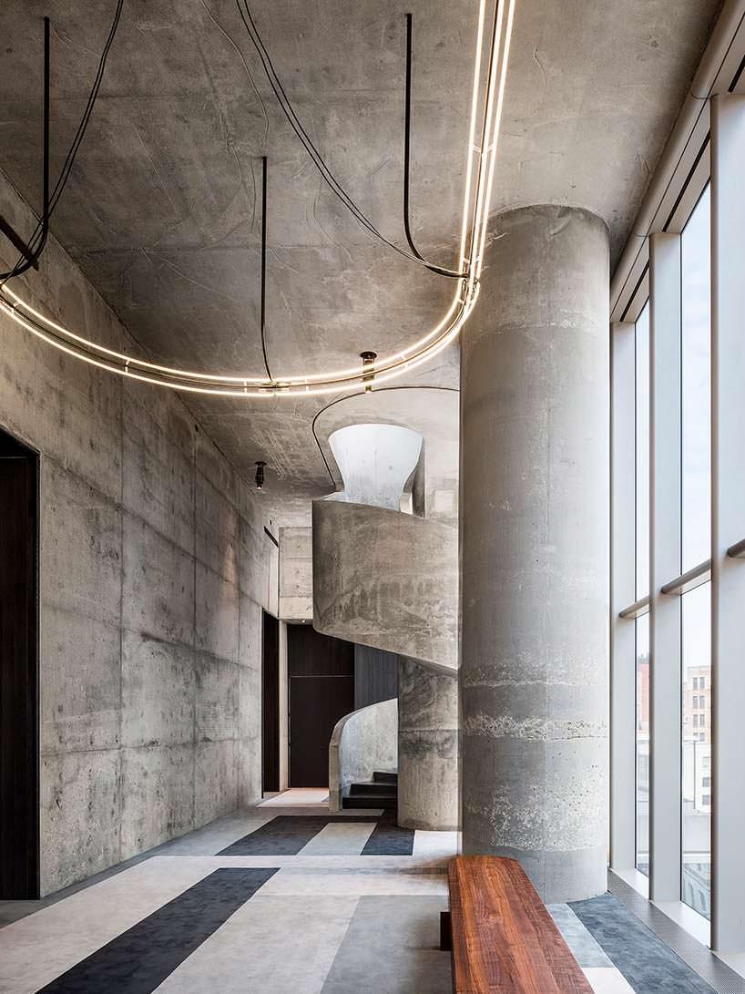 Скульптурная бетонная лестница небоскреба 56 Leonard