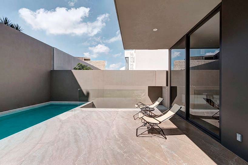 Фото | Терраса с бассейном в Casa M7 от Elias Rizo Arquitectos