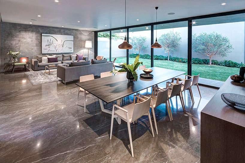 Фото | Травертин в дизайне гостиной от Elias Rizo Arquitectos