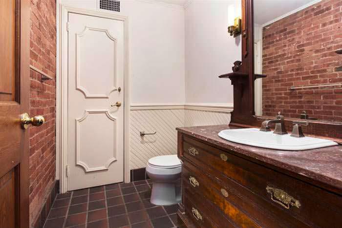 Дизайн туалета в старом доме