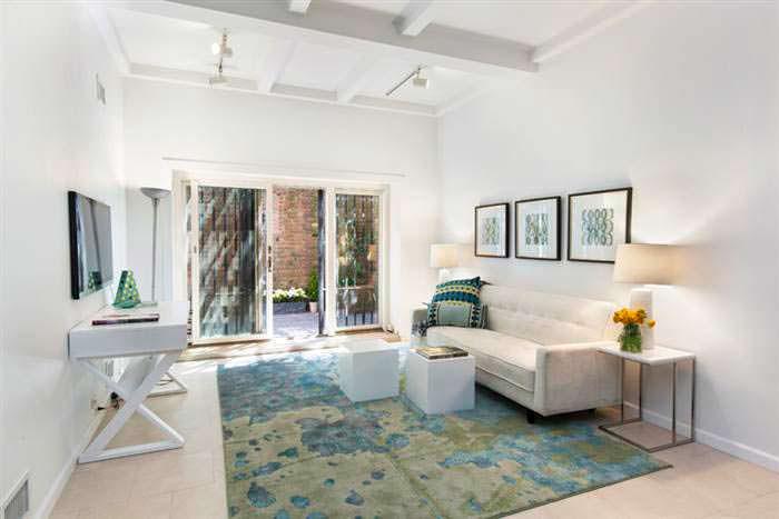 Дизайн комнаты в светлых тонах в доме Криса Рока