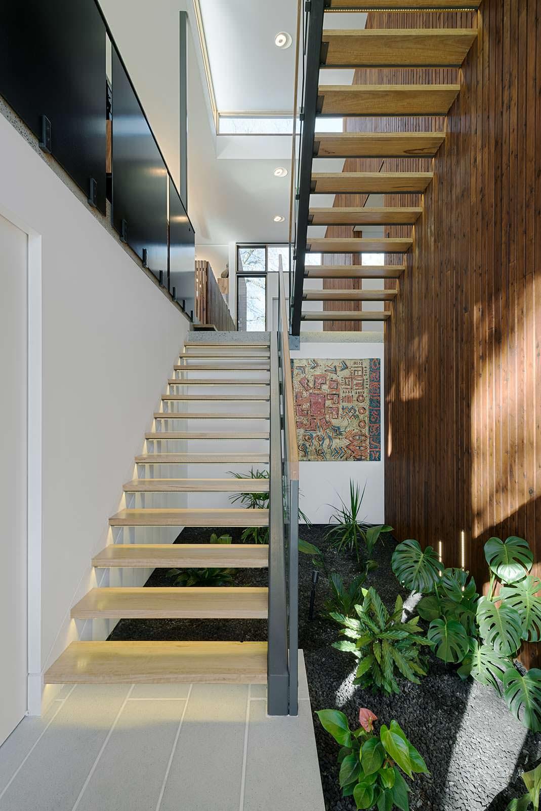 Лестница Hi-Tech на второй этаж. Дизайн Zen Architects