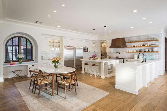 Фото | Кухня открытой планировки в доме Лорен Конрад
