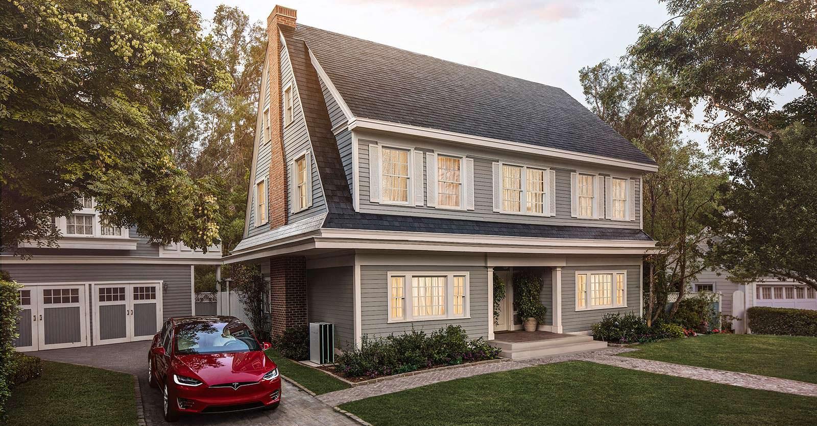 Дом с солнечной крышей Tesla Solar Roof