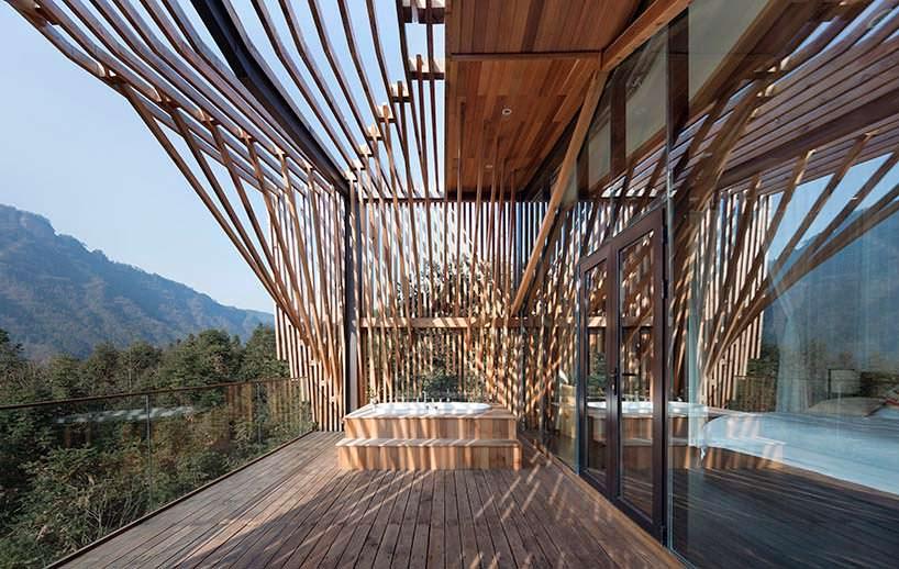 Джакузи на балконе дома на дереве от lanD studio