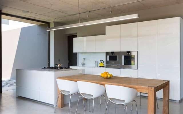 Минимализм кухни в доме от Thomas Gouws Architects