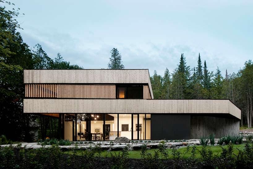 Современный дом в Канаде на берегу озера Мемфремейгог