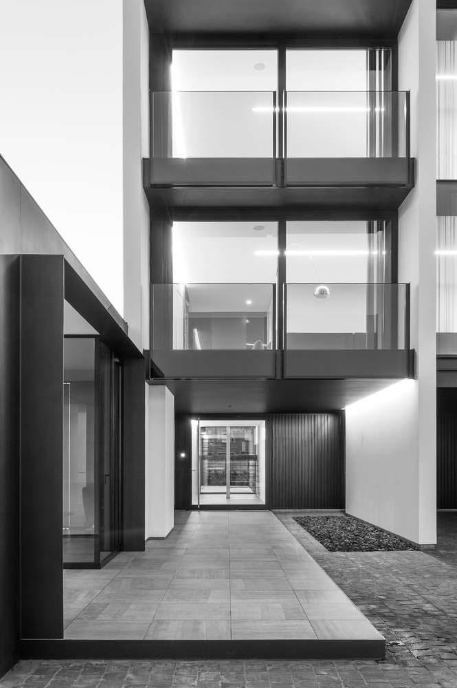 Современный трёхэтажный дом в стиле минимализм в Бельгии