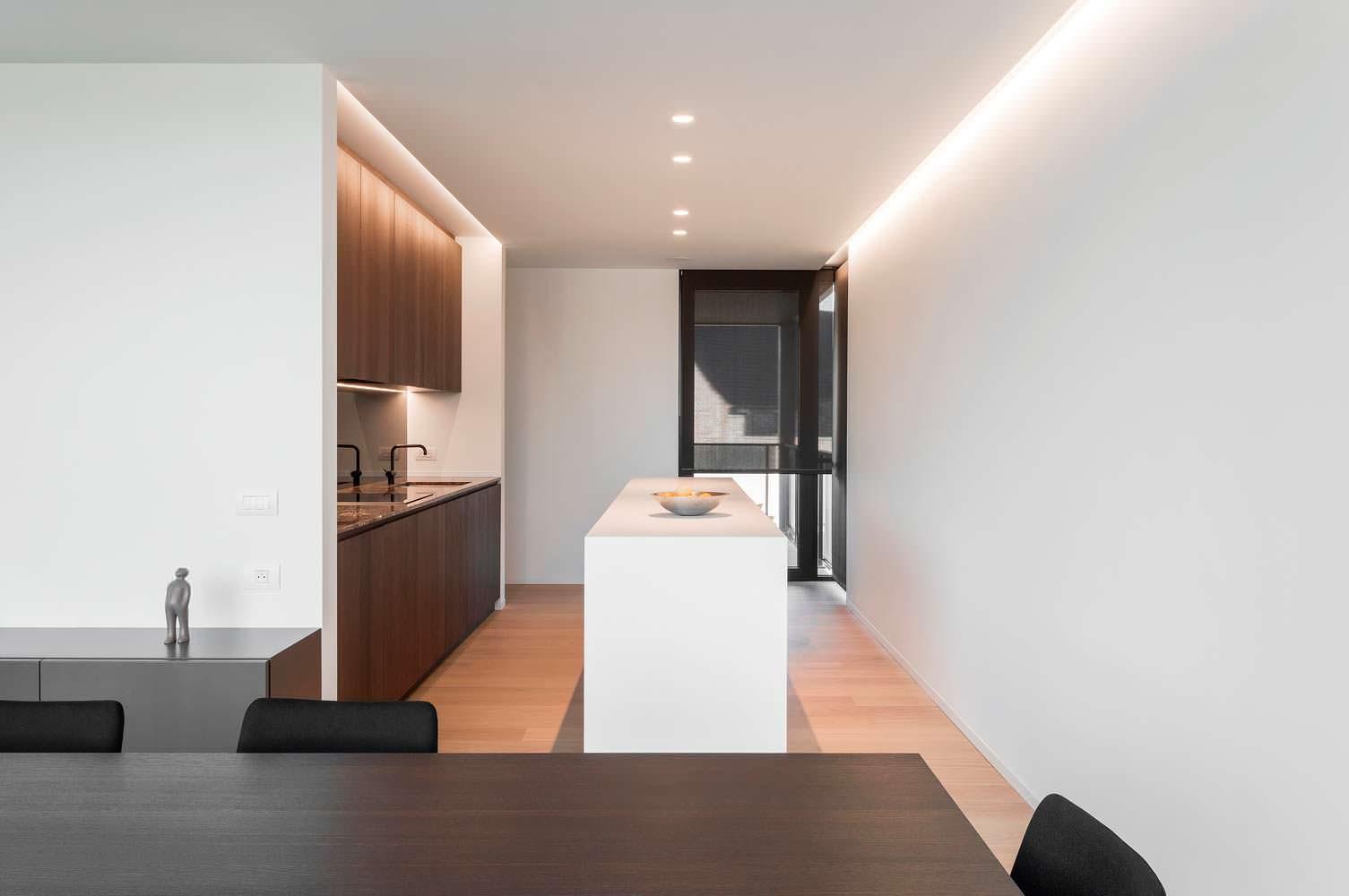 Дизайн кухни-столовой в стиле Hi-Tech