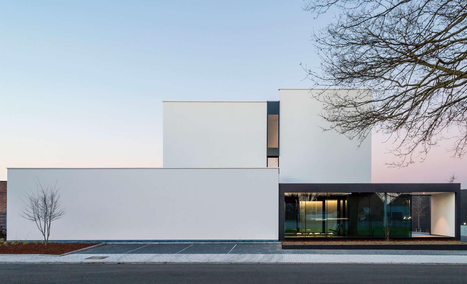 Современный дом в стиле минимализм в городе Тилт, Бельгия