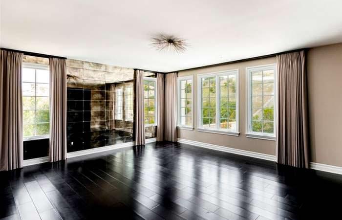 Черный полированный пол в дизайне интерьера