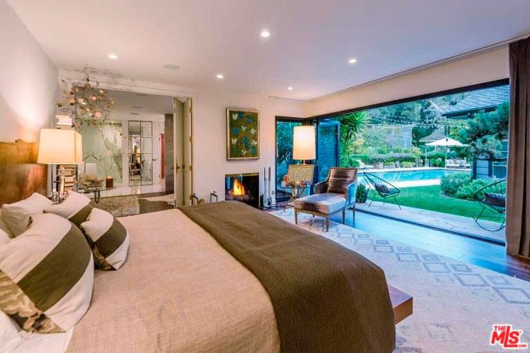 Шикарный дизайн спальни в доме в Энсино