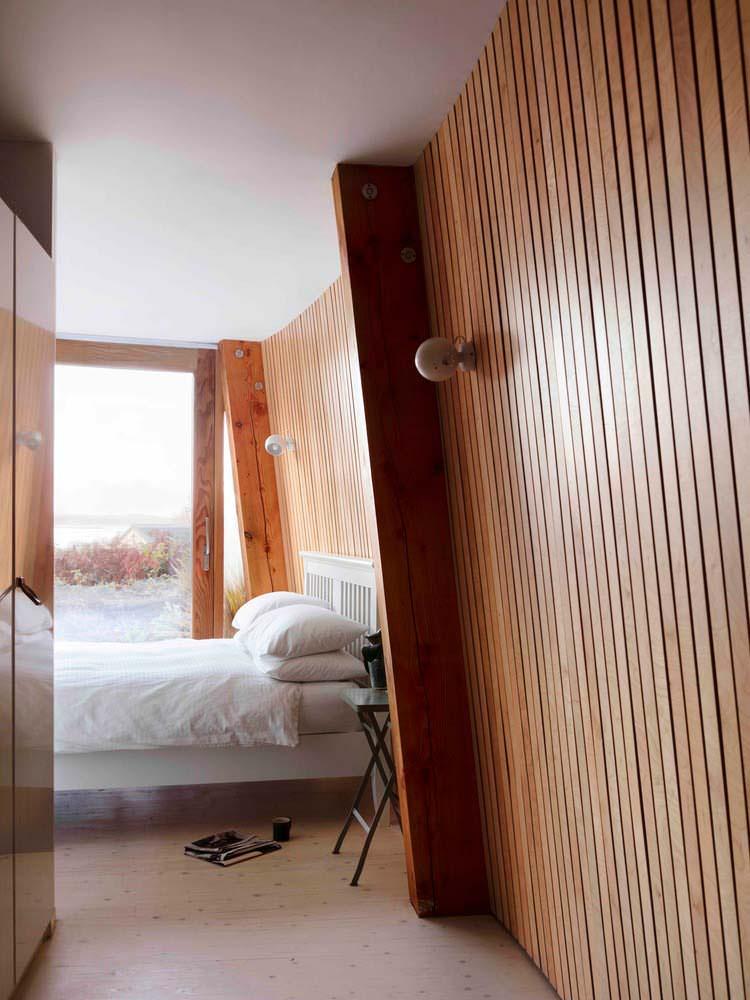 Деревянный интерьер спальни. Дизайн Mole Architects