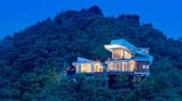Дом на холме с видом на горы и океан в Индонезии | фото