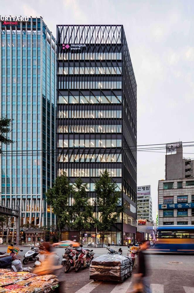 Фото | Башня от Mecanoo напротив рынка Намдэмун в Сеуле