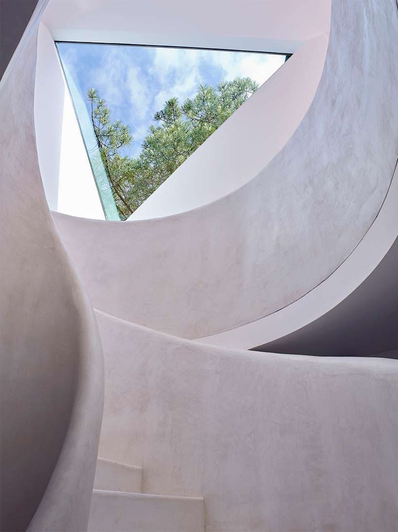 Дизайн окна в потолке от Atelier Du Pont