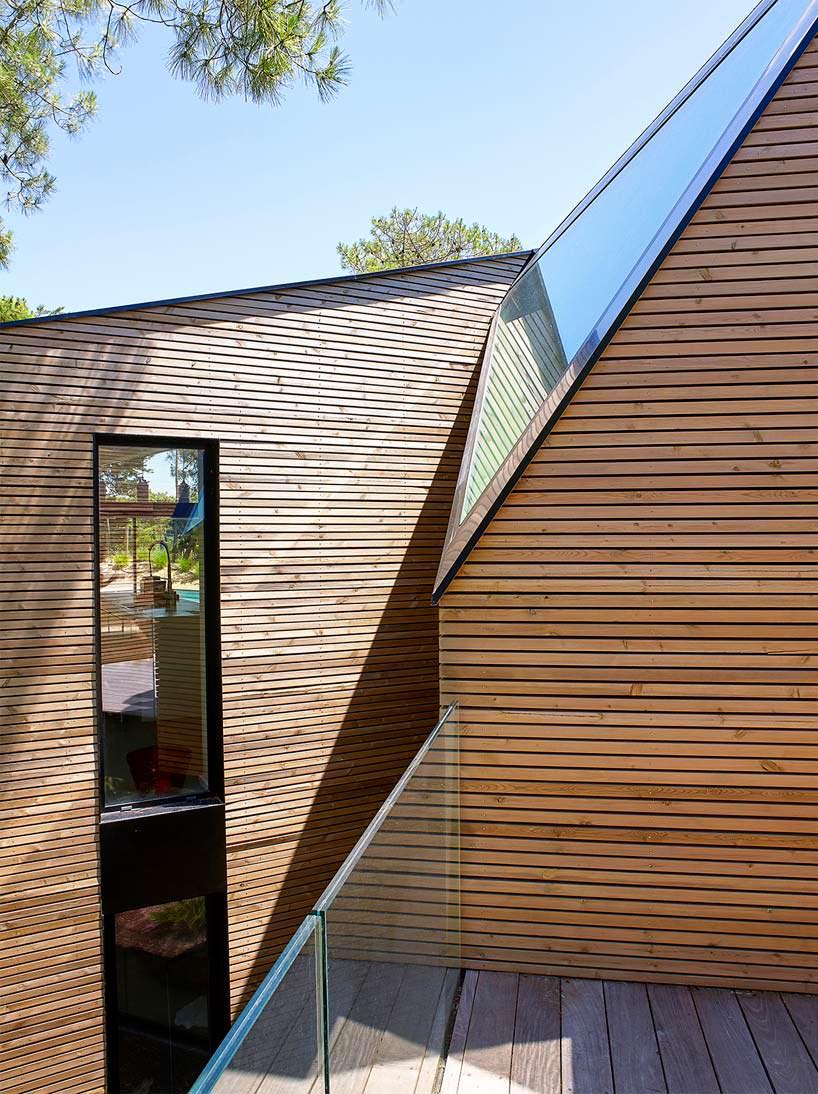 Деревянная отделка фасада виллы от Atelier Du Pont